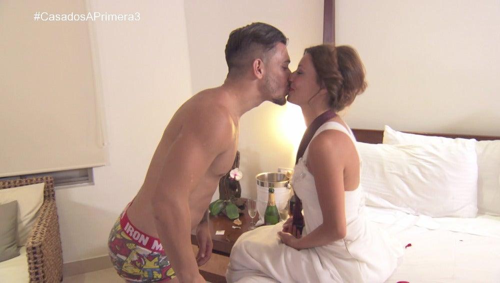 Tito y Cristina en su primera noche de bodas