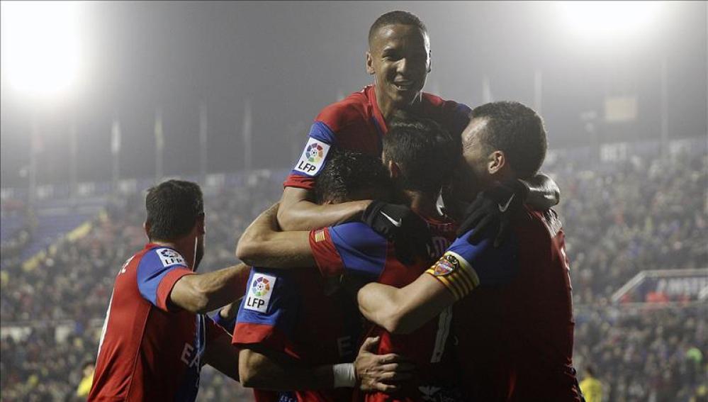 Los jugadores del Levante celebran un gol en el Ciudad de Valencia