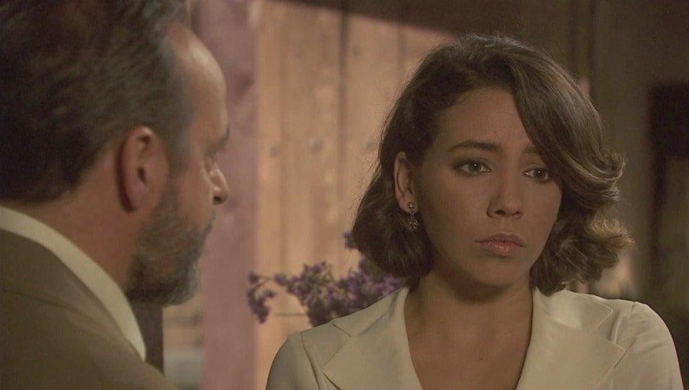 Emilia duda si acceder a la propuesta de César