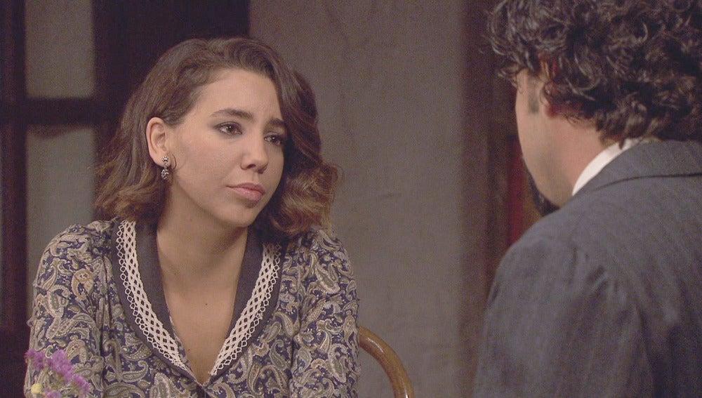 César presiona a Emilia para conseguir llevársela a Málaga
