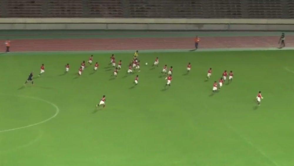Kagawa se va de 30 jugadores para marcar gol