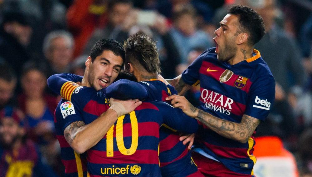 Los jugadores del Barcelona celebran un gol en el Camp Nou