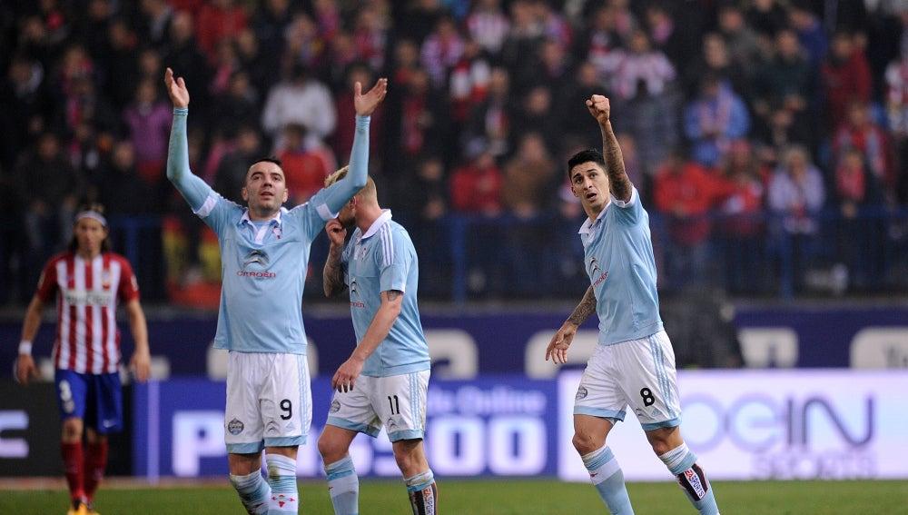 Los jugadores del Celta celebran un gol en el Calderón