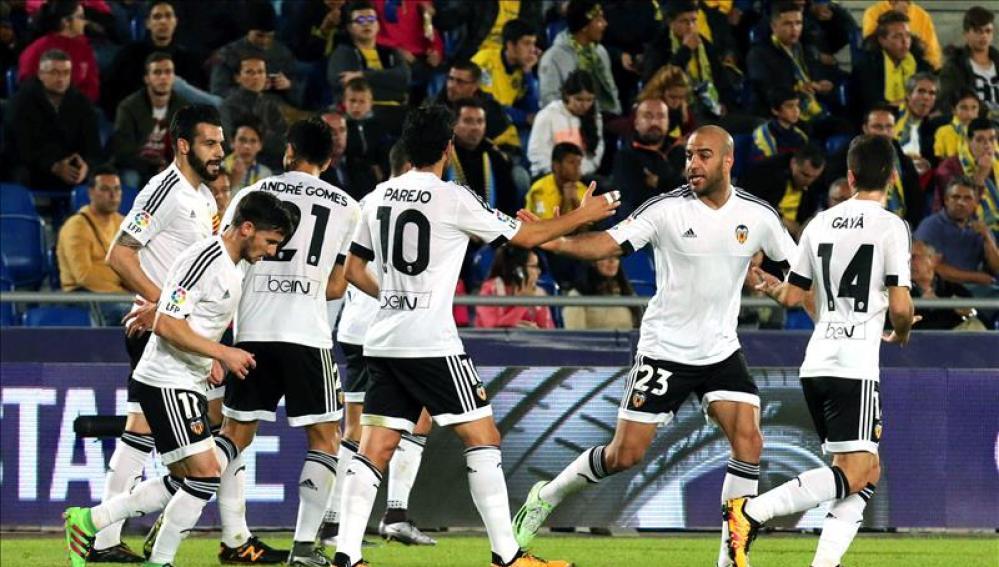 Los jugadores del Valencia celebran el tanto logrado en Gran Canaria