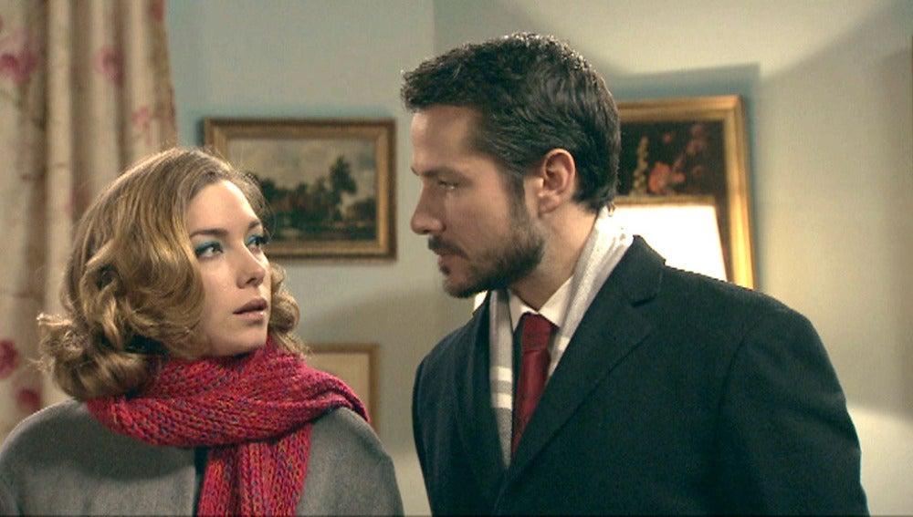 Leonor le cuenta a su familia que está embarazada