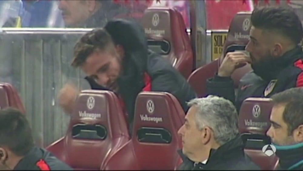 Frame 15.034074 de: Saúl llora desconsolado tras su fallo en el gol de Guidetti