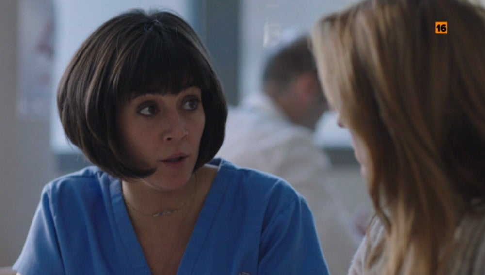 ¿A quién está protegiendo la enfermera Sanz?