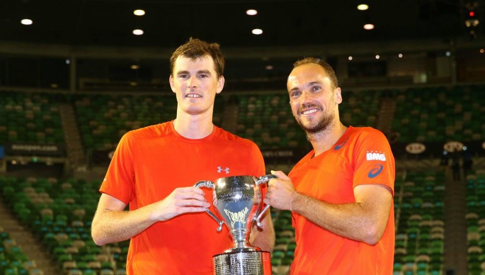Murray y Soares, con el título de dobles