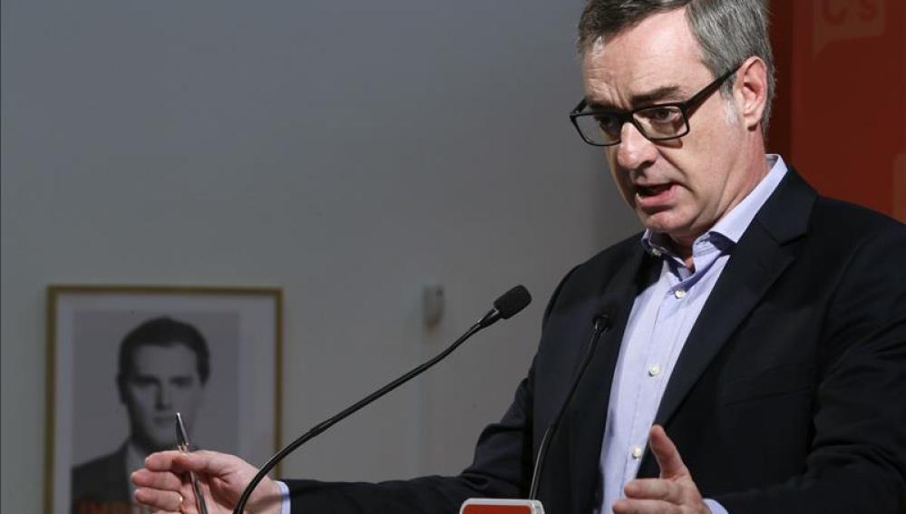 """Ciudadanos dice que Rajoy """"ha tirado la toalla"""" para formar gobierno"""
