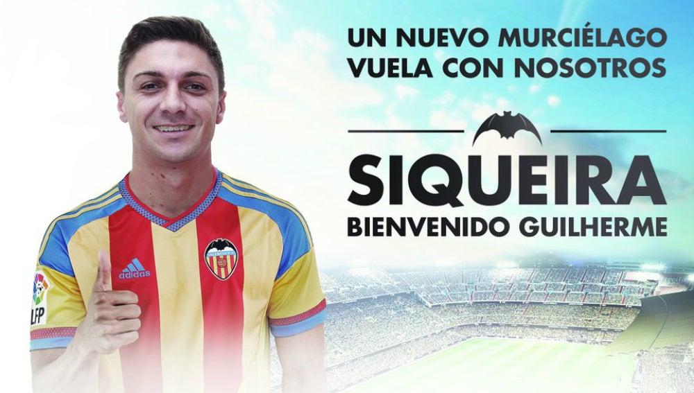 Siqueira, con la camiseta del Valencia
