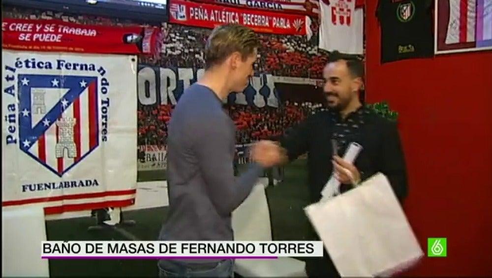 Torres, con su peña de Fuenlabrada