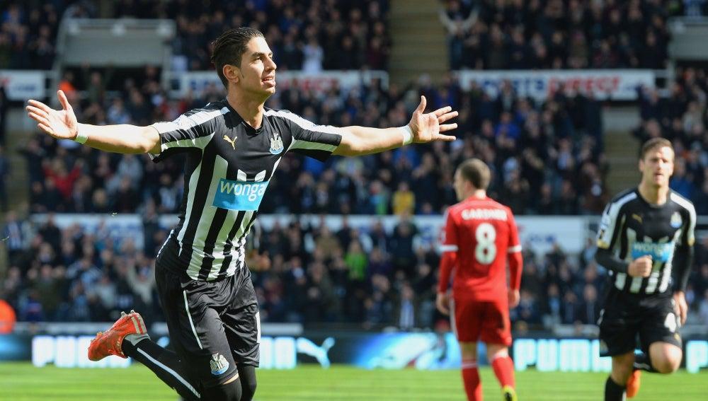 Ayoze celebrando un gol con el Newcastle