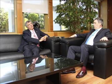Ángel María Villar y Miguel Cardenal reunidos