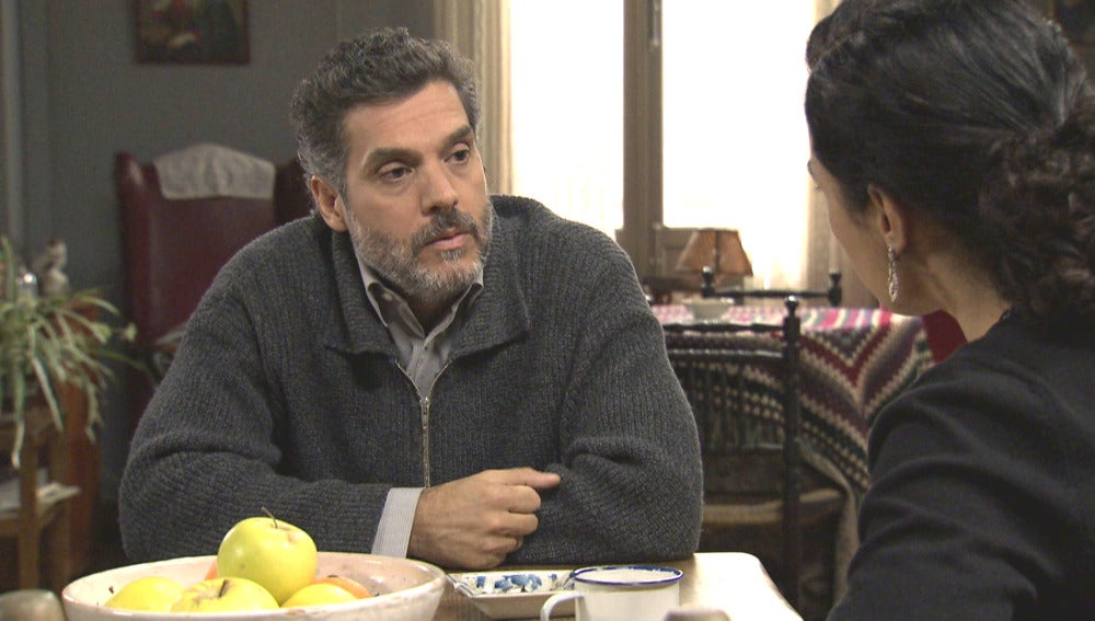 Eladio le confiesa a Pepa sus negocios con Gervasio