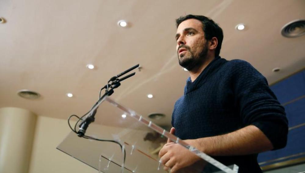 Garzón durante la rueda de prensa en el Congreso