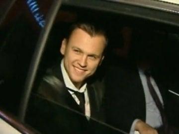 Cheryshev, sonriente tras salir de las oficinas del Valencia con su nuevo contrato