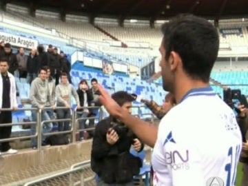 Juan Culio, en el momento de pedir disculpas a la afición del Zaragoza