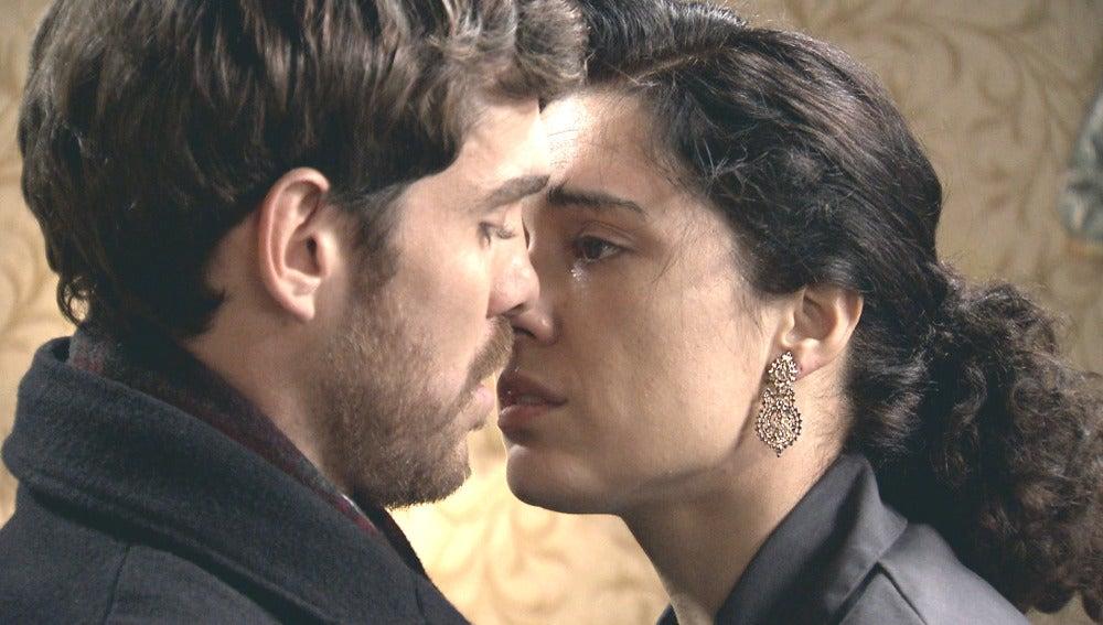 Toni y Pepa terminan besándose
