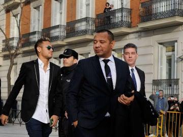 Neymar y su padre, camino de la Audiencia Nacional