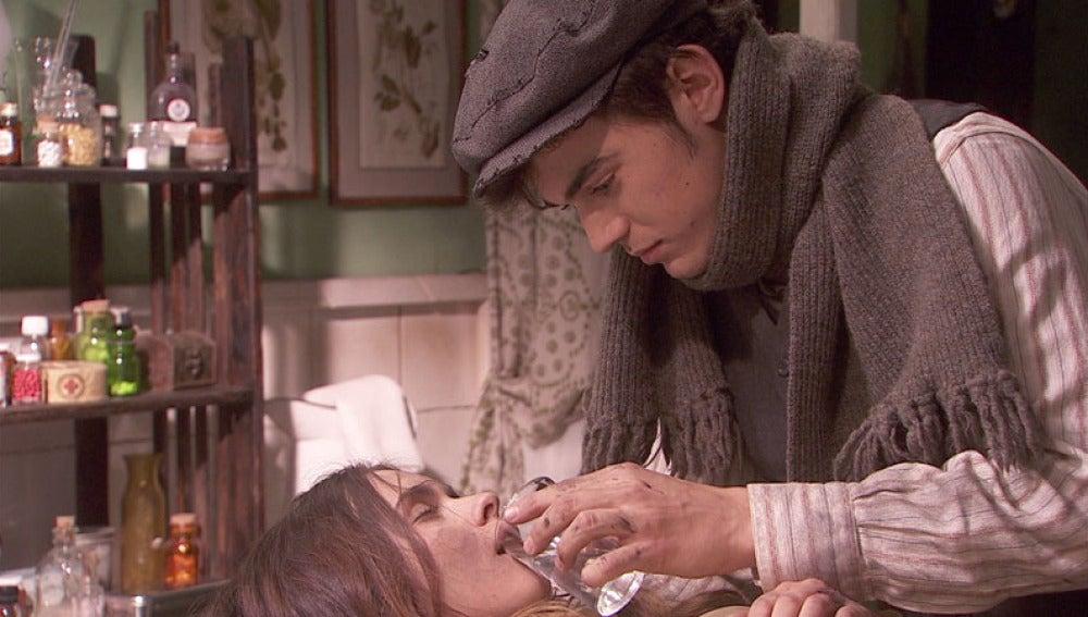 Matías lleva a Beatriz al dispensario
