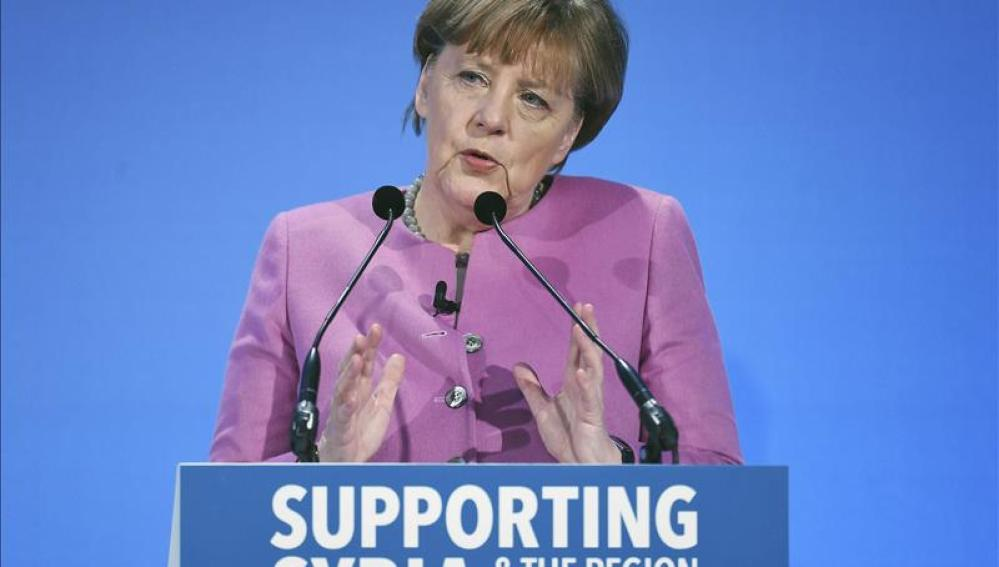 La  canciller alemana, Angela Merkel, interviene durante la conferencia de donantes de Siria