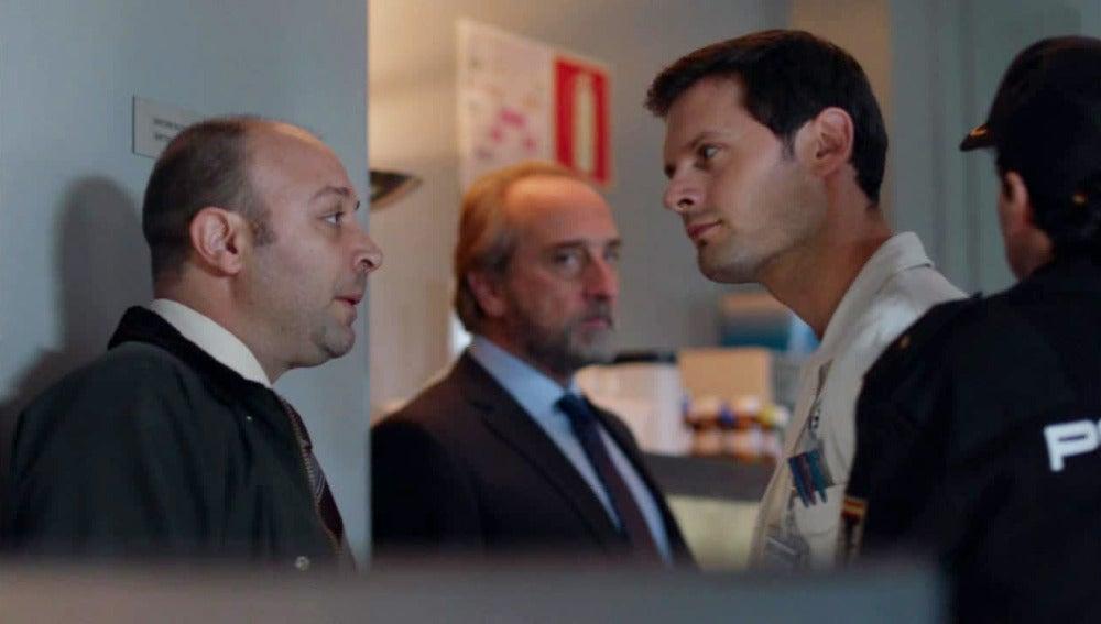 Vidal detiene a Alain tras encontrar una prueba que le relaciona con el asesinato de Enrique