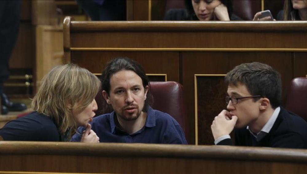 Tania Sánchez, Pablo Iglesias e Íñigo Errejón en el Congreso