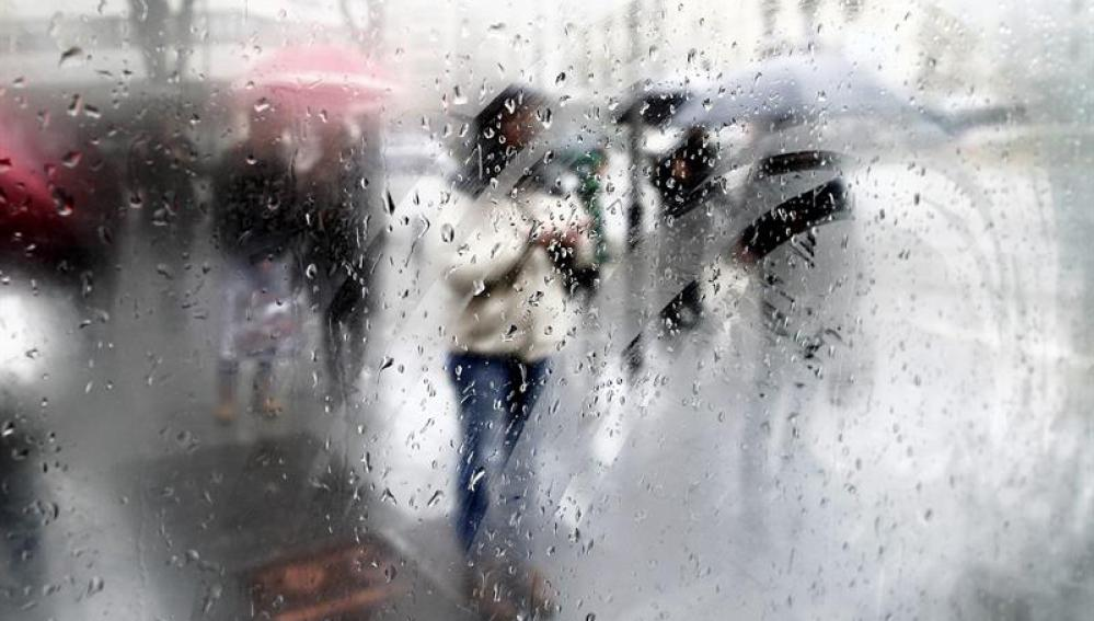 Bajas temperaturas y lluvias persistentes