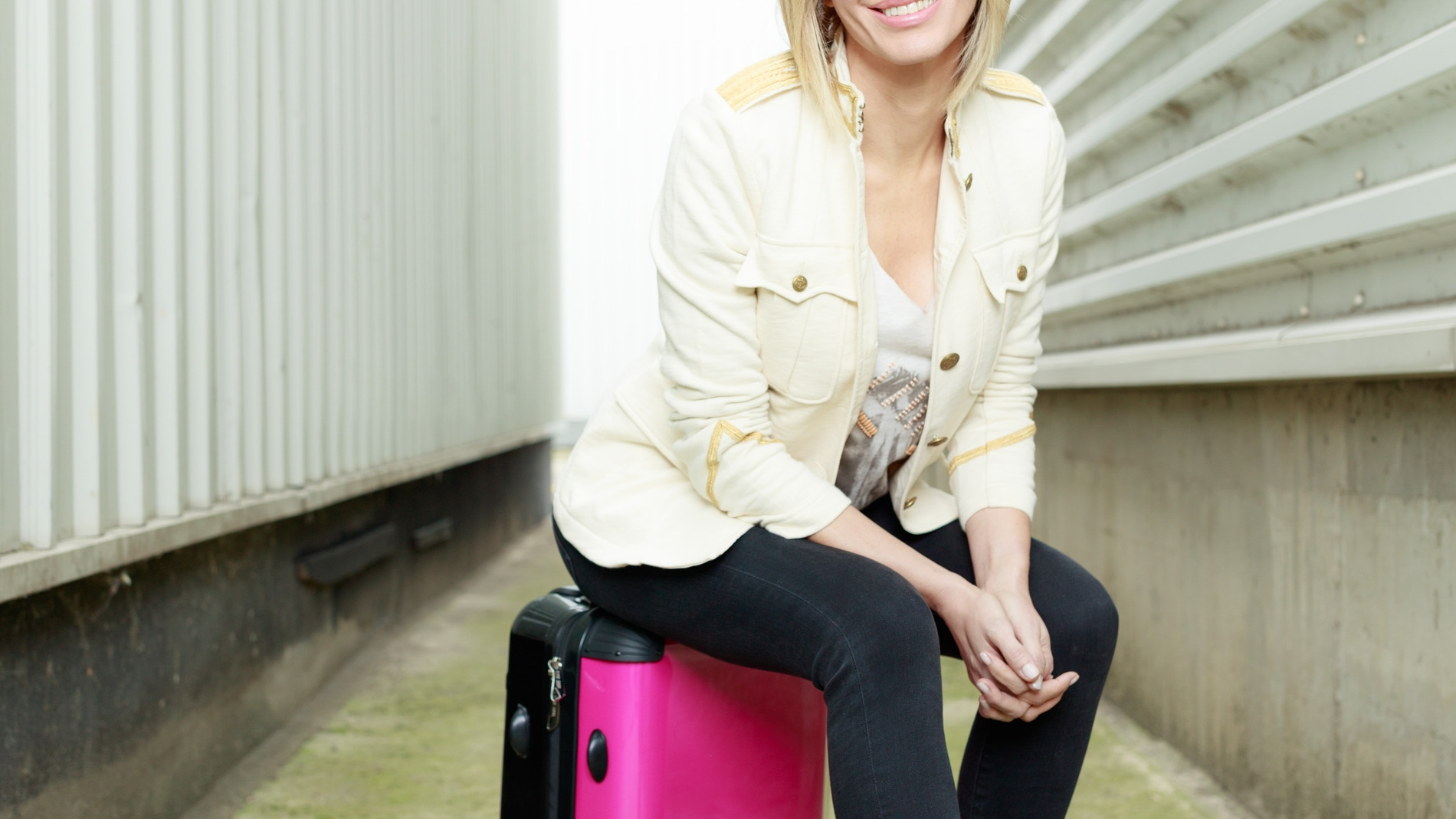 Susanna Griso muestra la maleta de 'Dos días y una noche'