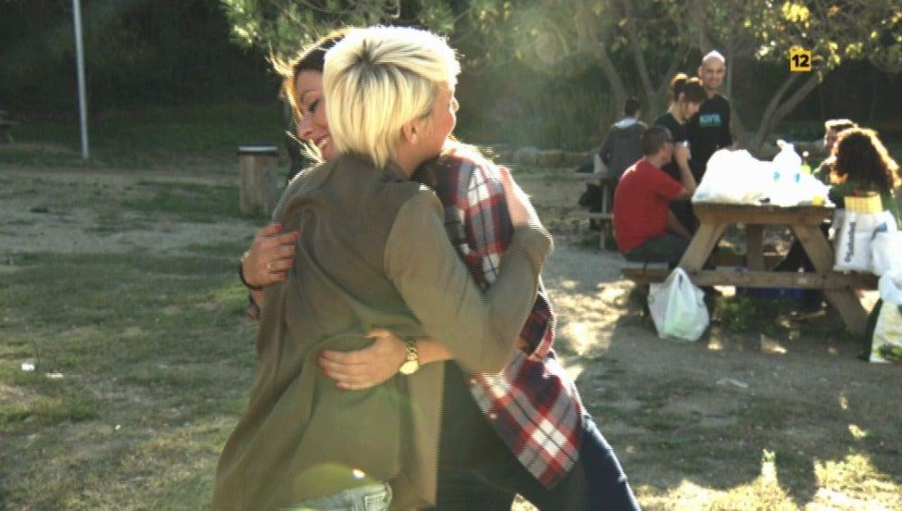El abrazo más falso de la historia