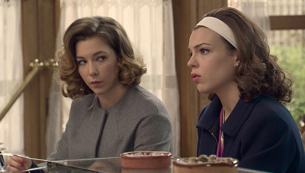 María confiesa su noviazgo con Ángel