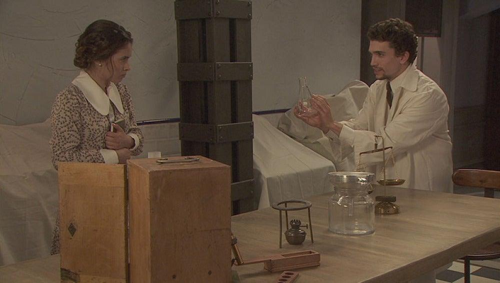 Elías tiene su primer encuentro con Beatriz Mella