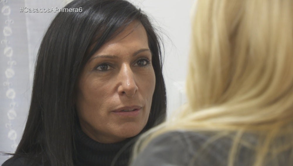 Mónica habla con Alexia