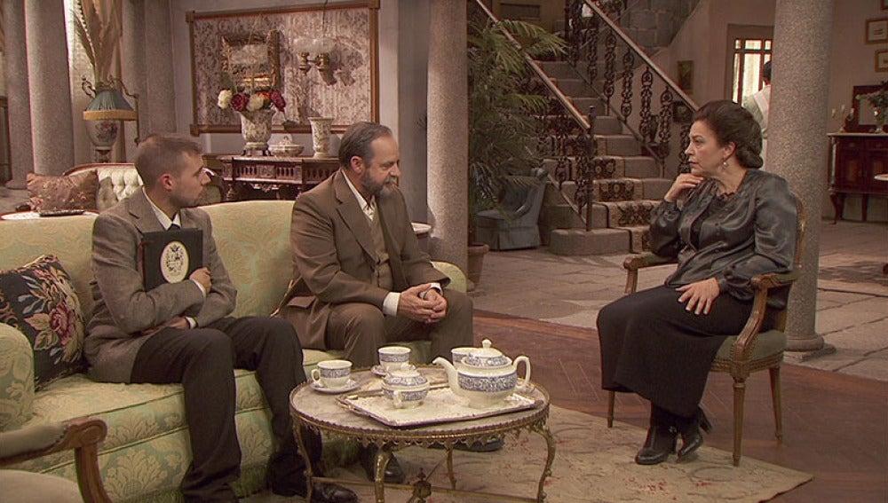 Raimundo se cita con Francisca e Hipólito para hablar de la situación política