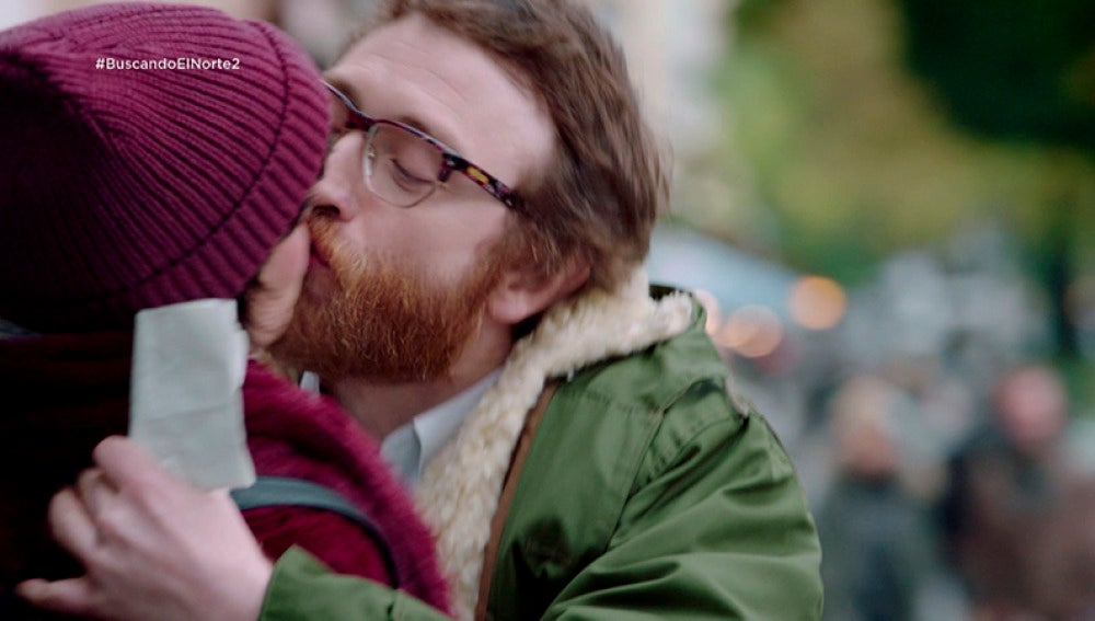 Salva besa a Carol