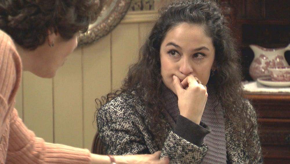 Carmen le pide trabajo a Benigna
