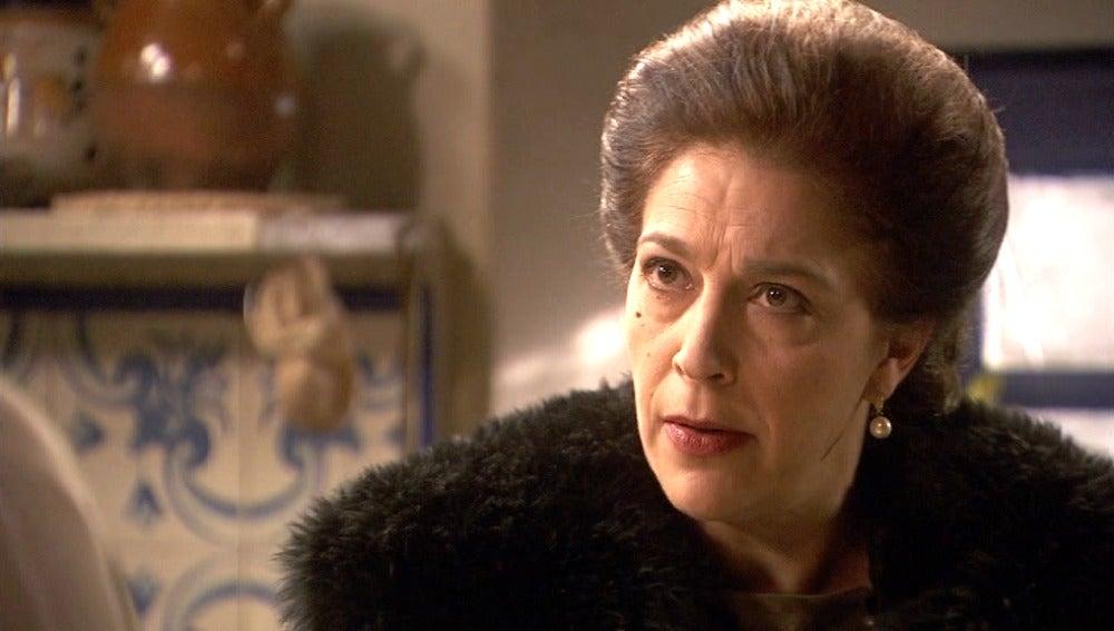 Francisca se entera de que Sol y Lucas se casan y empieza a tramar un plan