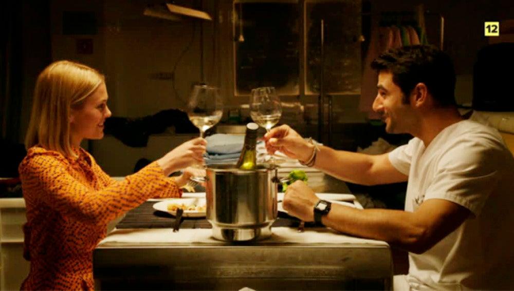 Una cena romántica, un piso acogedor e integración alemana en el próximo capítulo de 'Buscando el norte'