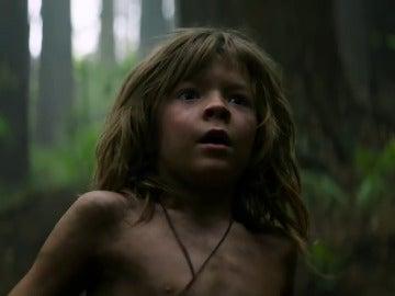 Oakes Fegley es Peter en 'Peter y el dragón'