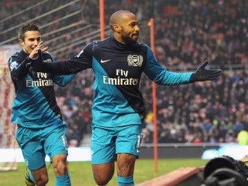 Henry celebrando un gol con el Arsenal