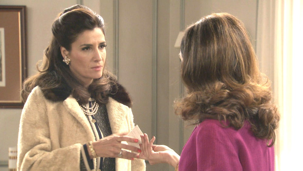 Adela descubre que ella no es el verdadero amor de Tomás