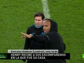 Frame 2.310358 de: Thierry Henry recibe a los jugadores del Barça en el Emirates