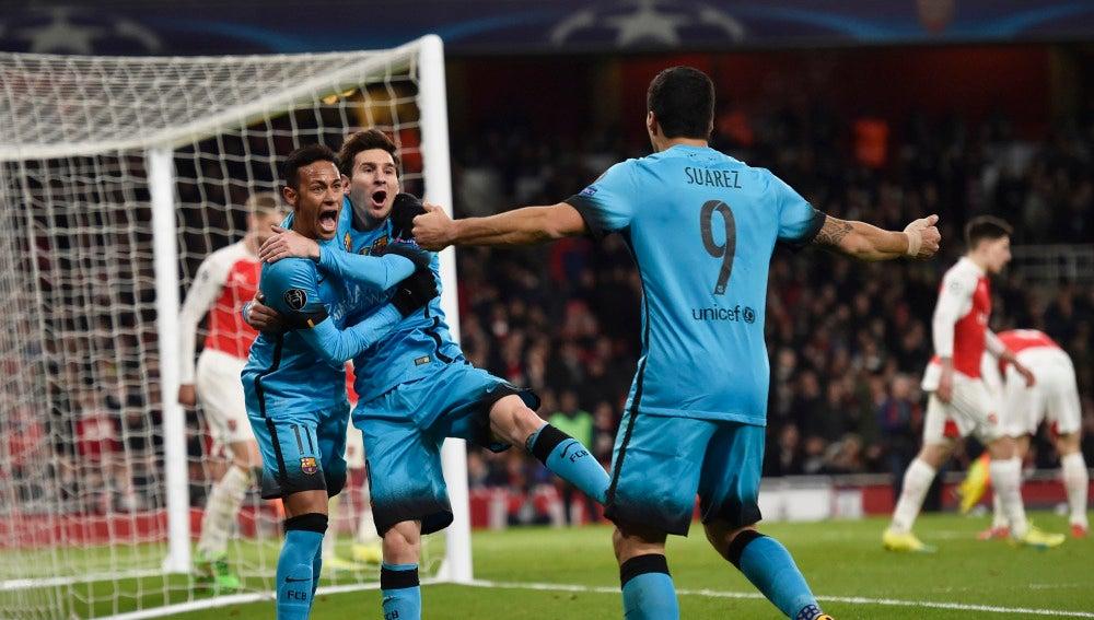 Messi, Suárez y Neymar celebran un gol en el Emirates