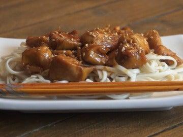Pollo teriyaki con udon: la mezcla perfecta