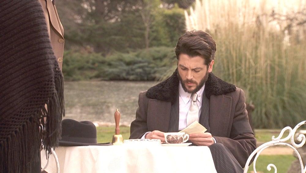 Hernando recibe la noticia de que Camila sigue viva