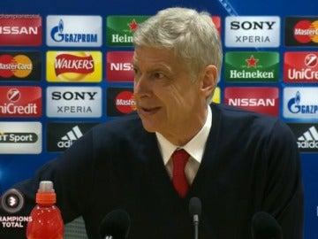 Wenger atiende a los medios