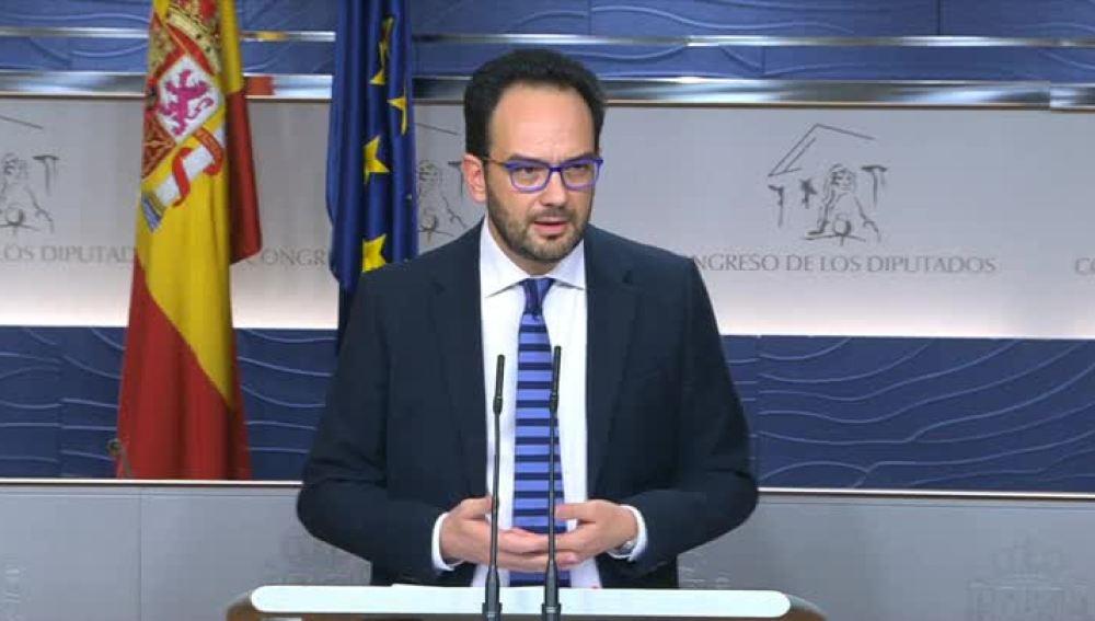Antonio Hernando durante su comparecencia en el Congreso de los Diputados