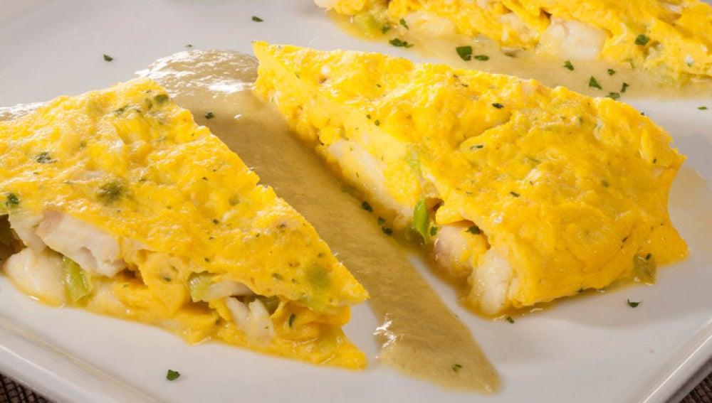 Tortilla de pescadilla con salsa de pimiento verde
