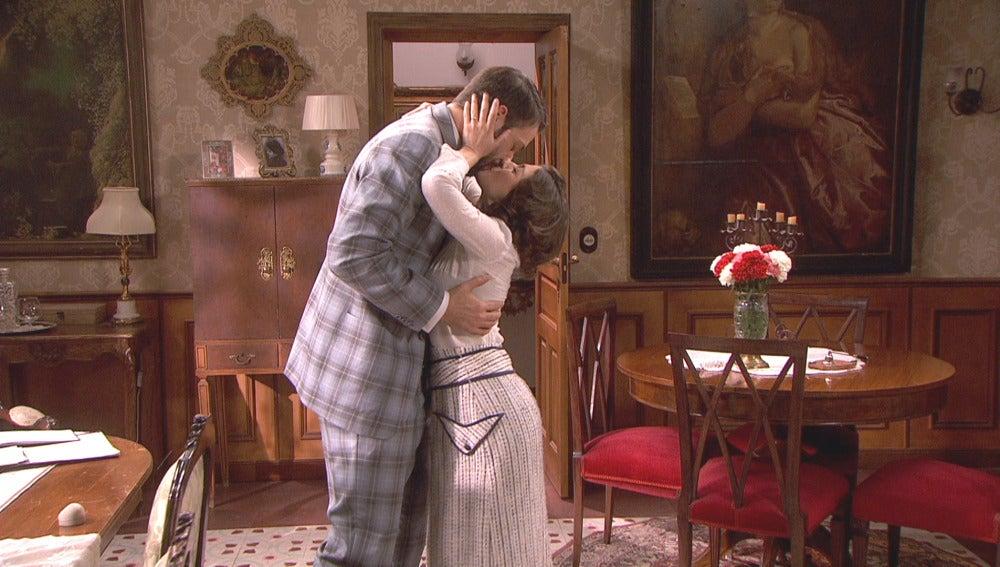 Severo le pide matrimonio a Candela