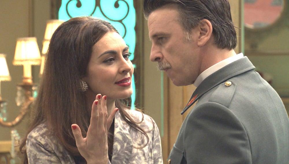 Tomás se enfrenta a Rosa en el Café Reyes